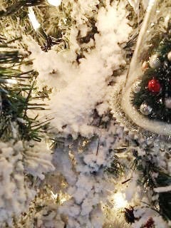 flcoked christmas tree snoflock